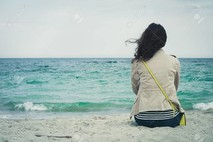לבד מול הים