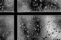 גשם דופק על חלוני/אור פרוקין