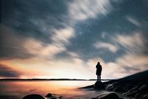 עמדתי מול הים