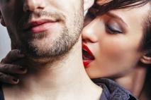 איך תיצרי מתח מיני שימשוך אותו אלייך כמו מגנט