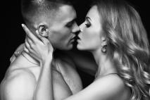 מה לעשות כדי שגבר יימשך אלייך (רוב הנשים לא יודעת את זה)