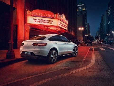 Mercedes benz glc coupe 300 4matic 2018 price specs for Mercedes benz saudi arabia