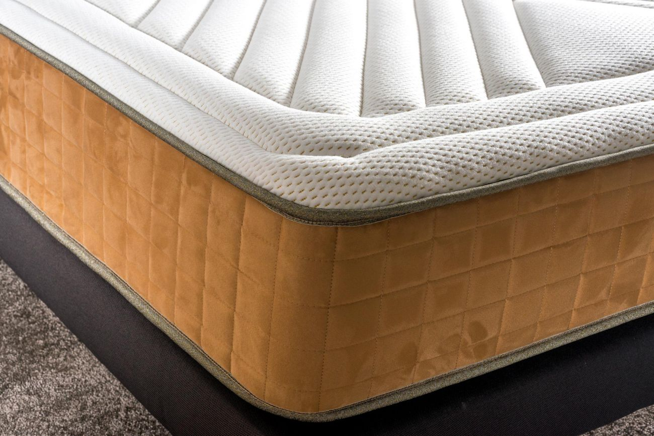 https://s3.eu-central-1.amazonaws.com/neorev/1300-3450matelas-golden-d%C3%A9tail.jpg