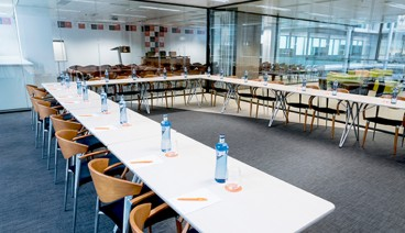 Sala de reuniones corporativa (máx 45 personas)_img