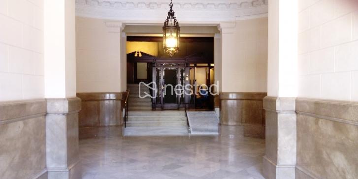 Espacio mediano en preciosa oficina de diseño  (zona Diagonal Paseo de Gracia, Barcelona)_image