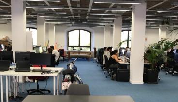 Mesa en espacio compartido startup_img