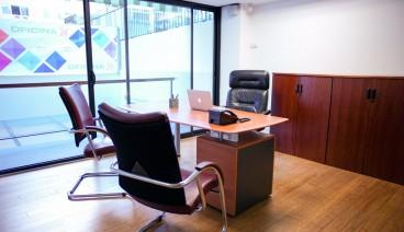 Despacho de lujo con terraza y sala de reuniones_img