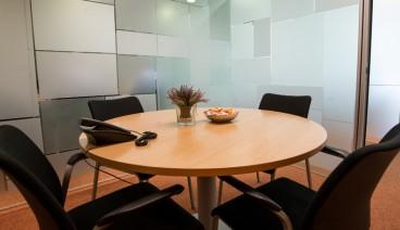 Sala de Reuniones (4-5 personas)_img