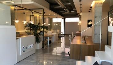 Espacio de trabajo en una oficina diseño frente el Mar._img