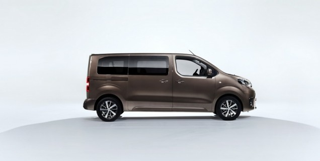 new details about toyota proace verso mpv video motory. Black Bedroom Furniture Sets. Home Design Ideas