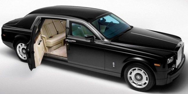 The upcoming Rolls Royce SUV will have suicide doors : sucide doors - pezcame.com
