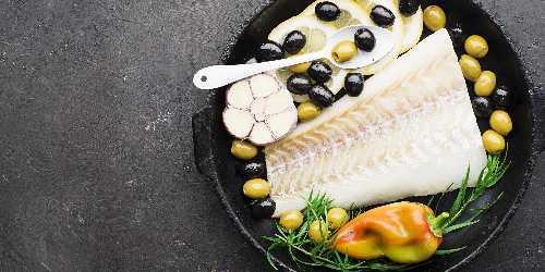 Bacalao con salsa de aceitunas
