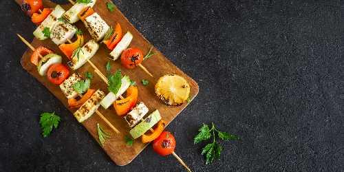 Brochetas de seitán y tofu