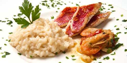 Arroz meloso con salmonetes y gambas