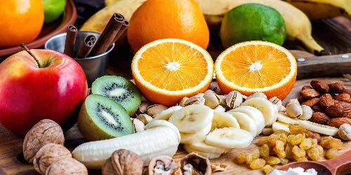 Fruta de temporada con frutos secos