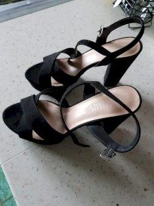 Nove isprobane cipele broj 37 ( meni previsoka peta)