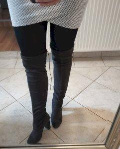 Tamno sive čizme iznad koljena na petu