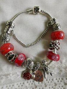 Pandora narukvica crveni cvijet, nova