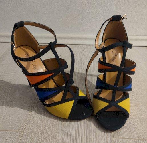 NOVE šarene sandale na petu 40