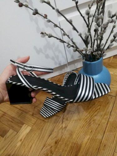 NOVE Asos sandale