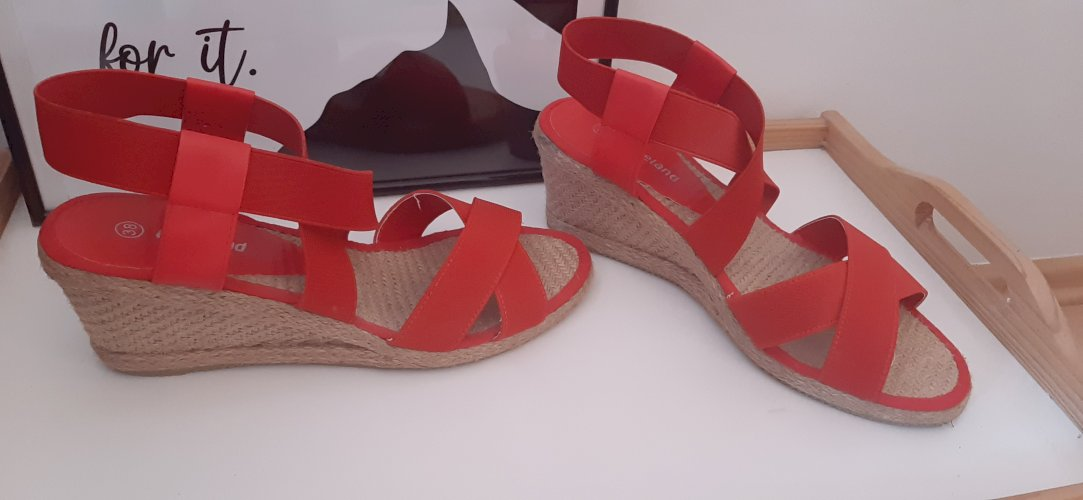 Zarko crvene sandale vel 37