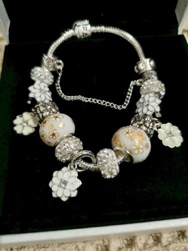 Pandora narukvica bijeli cvjetovi nova