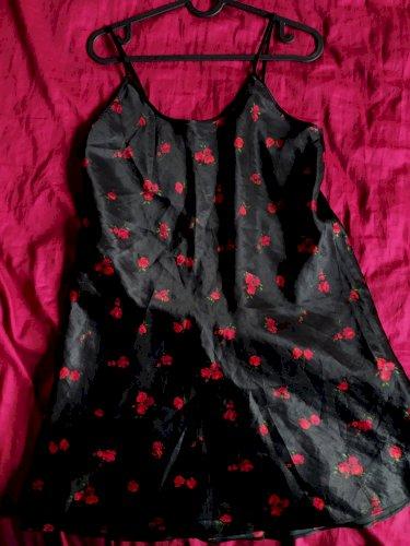 svilenkasta haljina s uzorkom