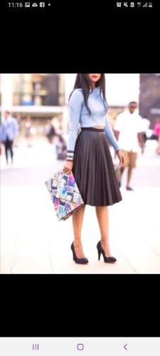 Plisirana kozna suknja