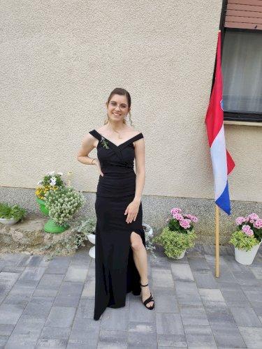 Duga crna svečana haljina