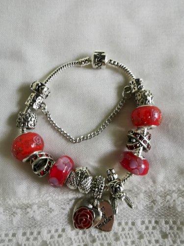 Pandora narukvica crveni cvijet nova