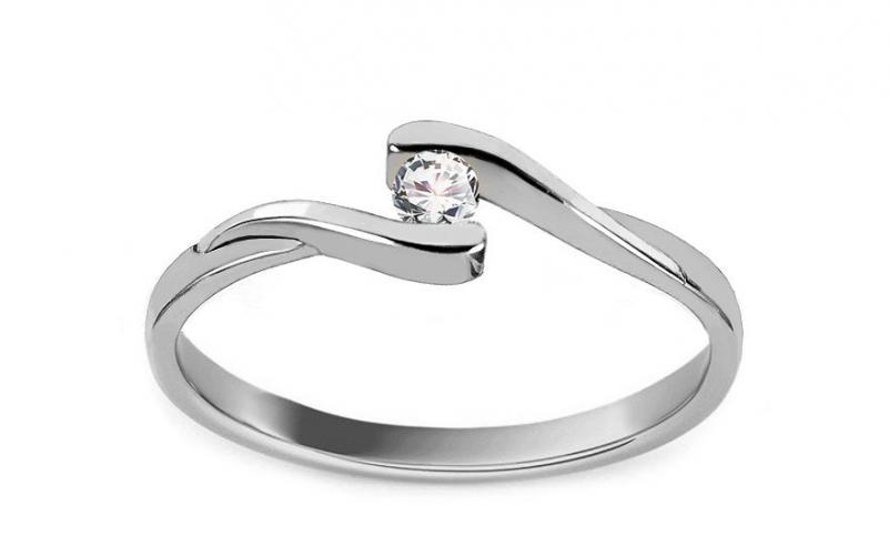 Krásný zásnubní prsten Magic 5 CSRI2083A