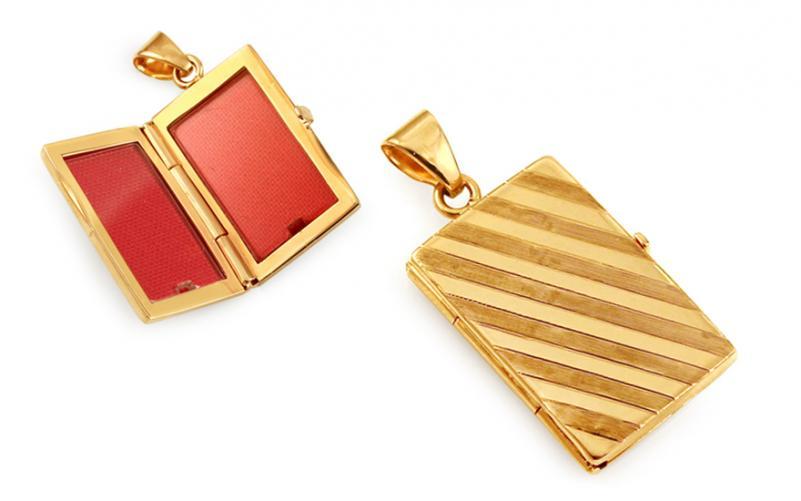 Zlatý gravírovaný medailon na fotku pruhovaný IZ11477