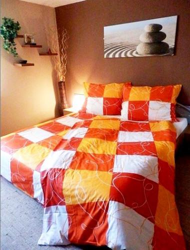 TP Krepové povlečení 140x200 70x90 Oranžové šachy
