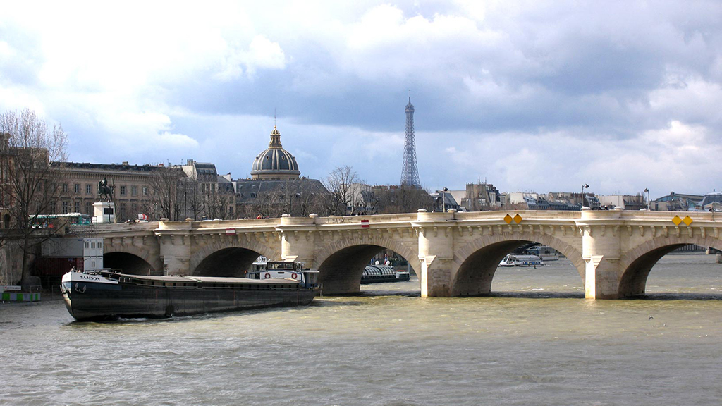 "The oldest bridge in Paris is called the ""Pont Neuf""."