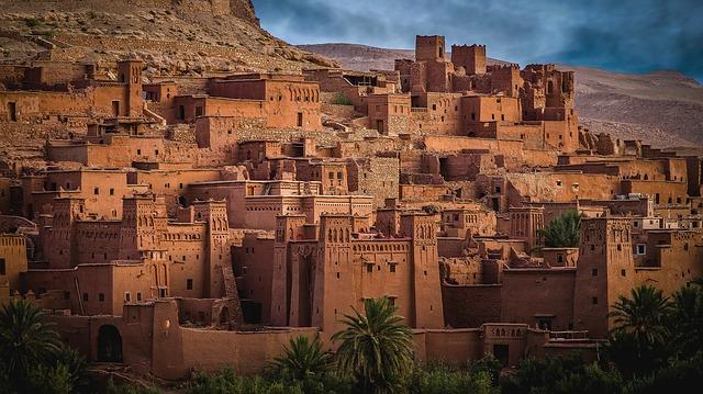 Photo d'une ville historique au Maroc