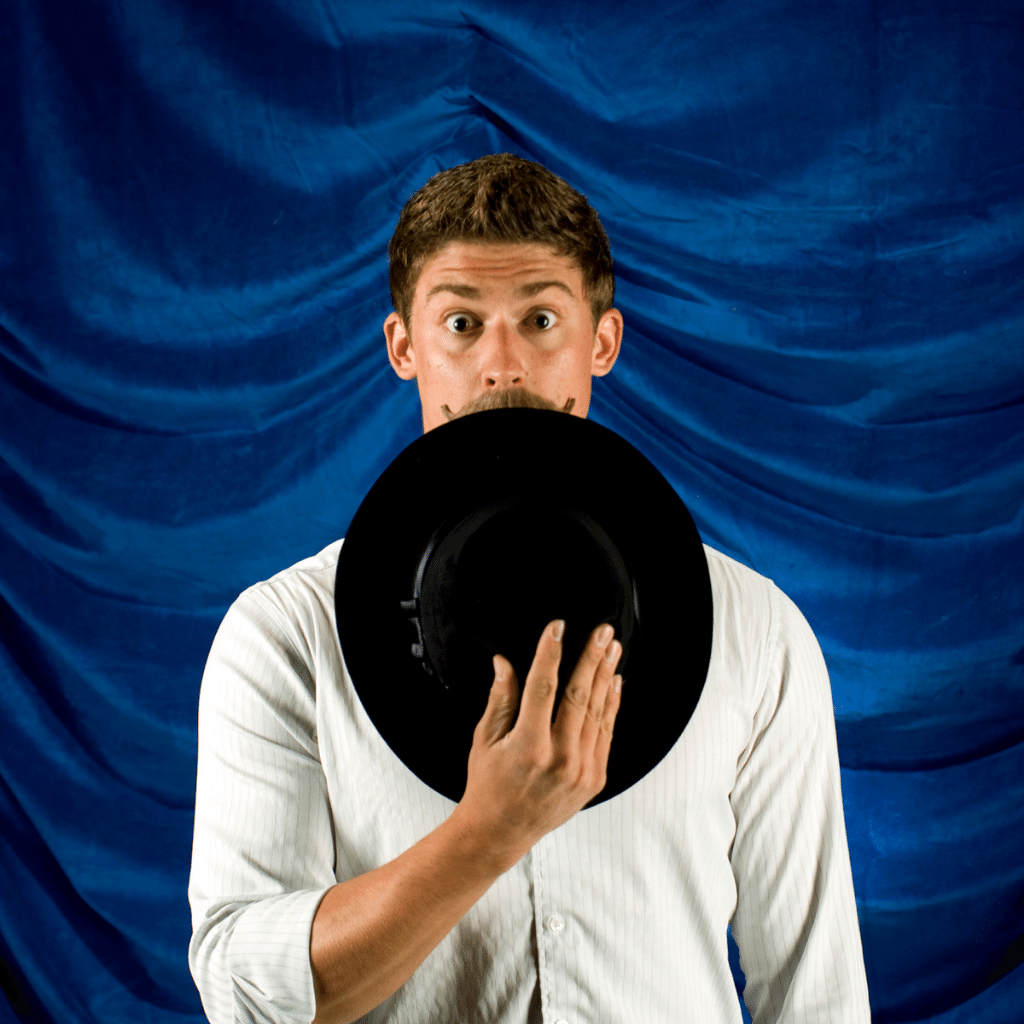 Expression idiomatique française - Manger son chapeau