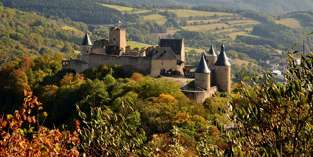 Photo du château de Bourscheid au Luxembourg