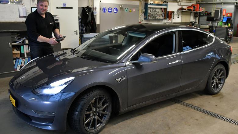 Wie gaat mijn Tesla onderhouden?