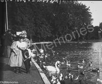 Devant le Lac du Bois de Boulogne