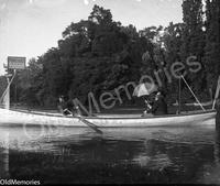 En barque au bois de Boulogne