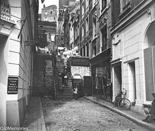 La Rue des Mâchicoulis à Boulogne sur Mer