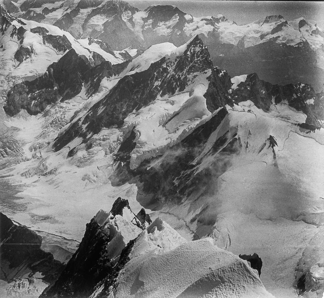 Photographie noir & blanc de montagne