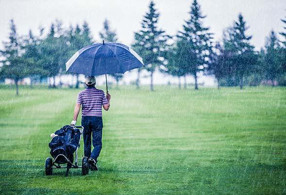 Spela golf i regn