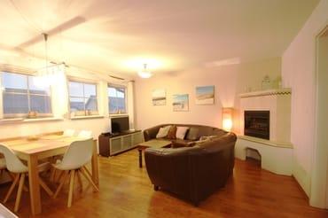 Wohnzimmer mit Elektrokachelkamin