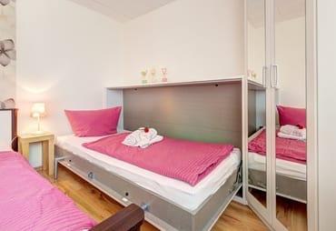 Schlafzimmer mit Aufbettung