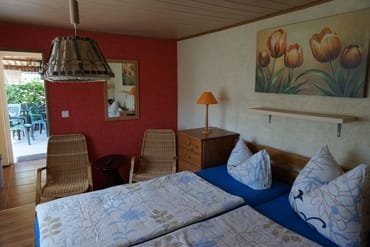 Hier ist nochmals der Wohn- Schlafraum mit der kleinen Sitzecke.