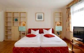 Das Ferienzimmer Nr. 5 im 1. Obergeschoss ist das ideale Urlaubsdomizil für verliebte Pärchen - oder auch für reisefreudige Singles.