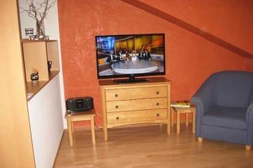 großer Flachbildfernseher, leistungsstarkes Teufel-Stereoradio mit Bluetooth
