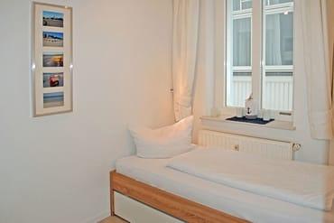 Kinderschlafzimmer mit Funktionsbett zum Ausziehen