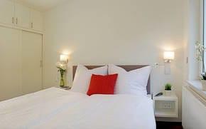 Beide Schlafräume sind jeweils mit einem hochwertigen und komfortablem Boxspringbett ausgestattet.